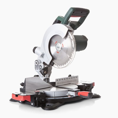 electrical-saw-with-circular-blade